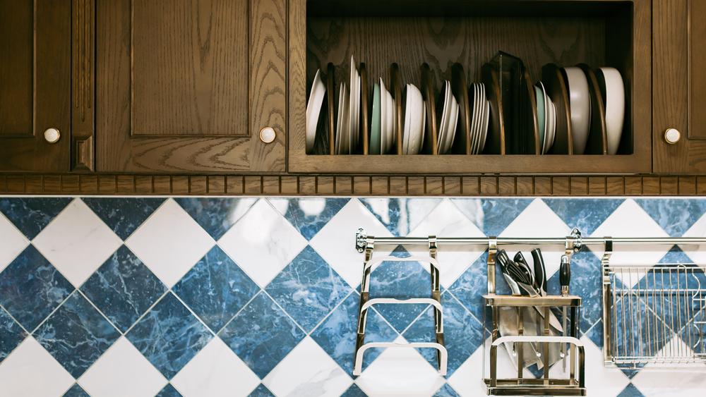 Come pulire il paraschizzi della cucina lube store - Pulire piastrelle cucina ...