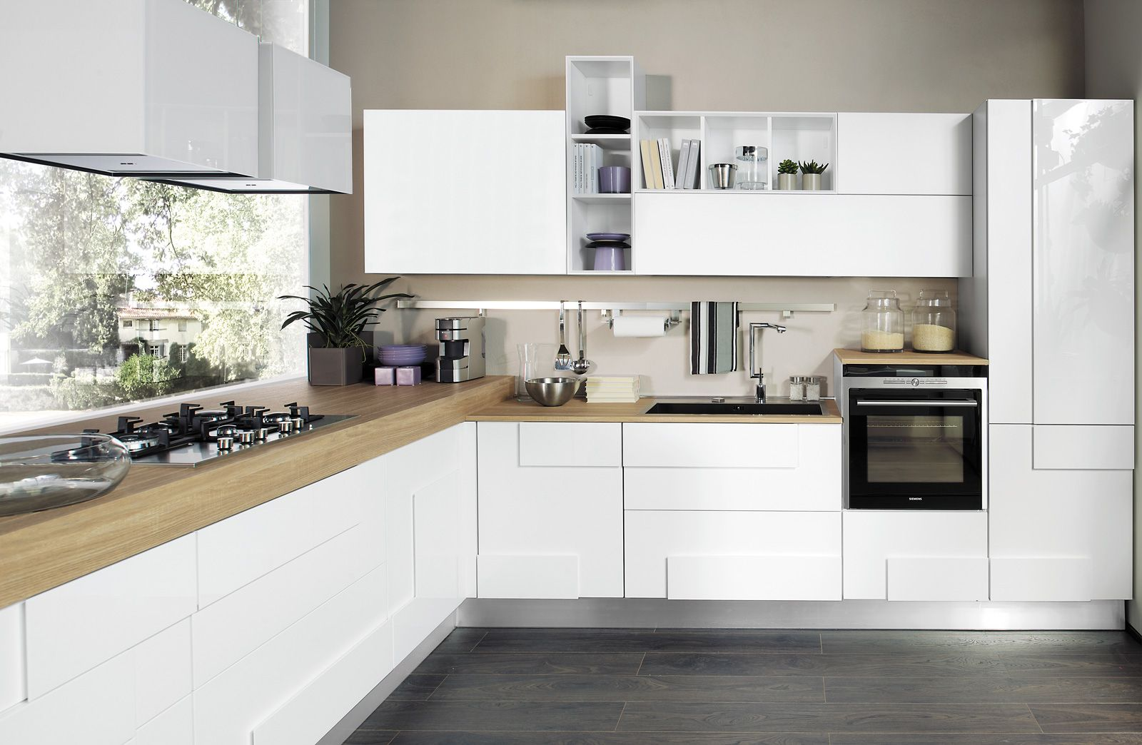 Cucina bianca 5 soluzioni per arredare proposti da lube for Soluzioni per arredare casa